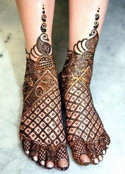 Bridal-Mehndi-Designs-For-Legs-Videos-573x800
