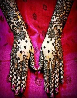Simple-and-trendy-mehendi-designs-according-to-latest-fashion-02